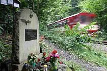 Na snímku pomníček čtrnácti obětem železničního neštěstí v Podspálově , která se stalo 25.8. 1990