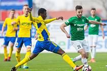 Zápas 23. kola 1. fotbalové ligy mezi týmy FK Jablonec a FC Fastav Zlín se odehrál 9. dubna na stadionu Střelnice v Jabloneci nad Nisou. Na snímku zleva Ibrahim Traore a Martin Pospíšil.