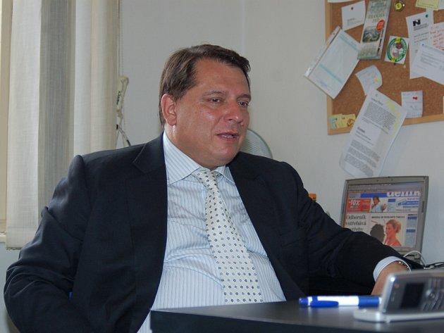Předseda ČSSD Jiří Paroubek během návštěvy v Jablonci stihl navštívit také naši redakci jabloneckého deníku.