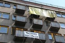 Podobný objekt s podobnými nápisy je černou můrou pro mnoho měst a obcí.