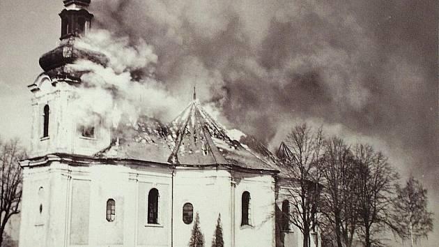 Kostel sv. Archanděla Michaela ve Smržovce. Při požáru.
