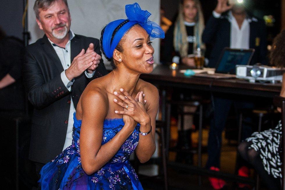 Prezentace kolekce šperků inspirované afrokubánskými orishas, kterou vytvořila firma Ralton Components ve spolupráci s designerem Martonem J. Pouzarem pro kubánskou tanečnici a choreografku Doris Martinez, proběhla 25. listopadu v Jablonci nad Nisou.