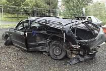 K  tragické dopravní nehodě, při níž zahynul spolujezdec, došlo třicet minut po půlnoci v sobotu kousek za Jabloncem na výpadovce směrem na Prahu v místech pod Rádelským mostem. Řidič VW po smyku vyjel do protisměru, kde jela Octavie.