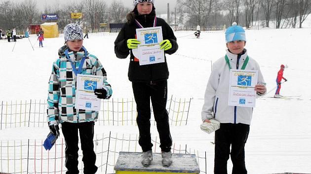 Na snímku jsou tři nejlepší mladší žákyně ročníku 2000. Zleva Sudková, Antošová a Rolencová.