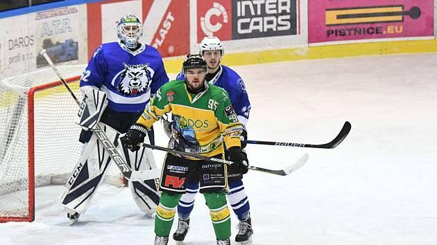 Z dalšího zápasu II. hokejové ligy přijeli Vlci ze Dvora Králové bez bodů.