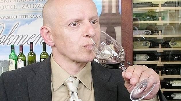 Petr Krejčík odborník na víno popisuje jaké víno je vhodné k velikonočním svátkům