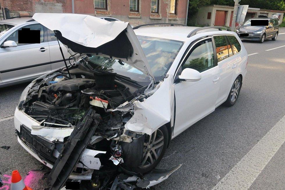 Čelní střet vozidel v Podhorské ulici v Jablonci nad Nisou