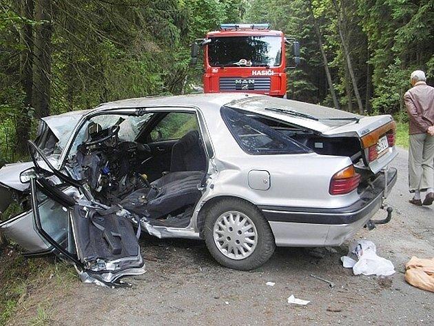 V polovině letošního června řidič narazil do stromu u obce Držkov a způsobil tak těžká zranění dalším třem osobám.