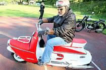 Na Spanilou jízdu Pojizeřím vyjely v sobotu motocykly československé výroby od sokolovny v Huntířově.