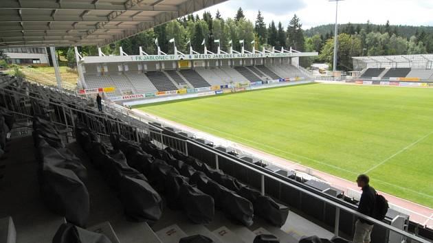 Domácí stadion FK Jablonec 97. Dříve nazývaný Střelnice nyní Chance Arena Na něm se bude hrát kromě naší nejvyšší soutěže také minimálně jeden zápas poháru UEFA.