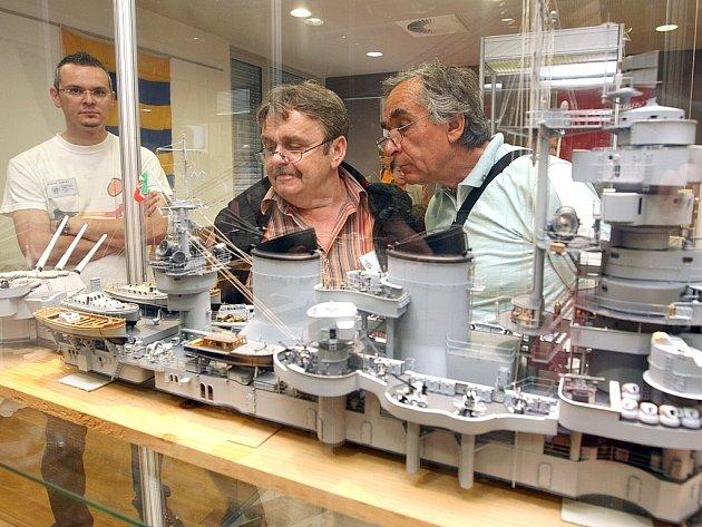 """14. ročník Mistrovství světa stolních neplovoucích modelů lodí kategorie """"C"""" NAVIGA se odehrává v těchto dnech v jabloneckém Eurocentru."""