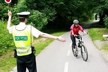 Na podobné kontroly si budou muset cyklisté zvyknout
