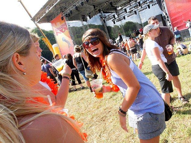 Největší hudební festival severních Čech odstartoval v pátek po poledni na Malé Skále.