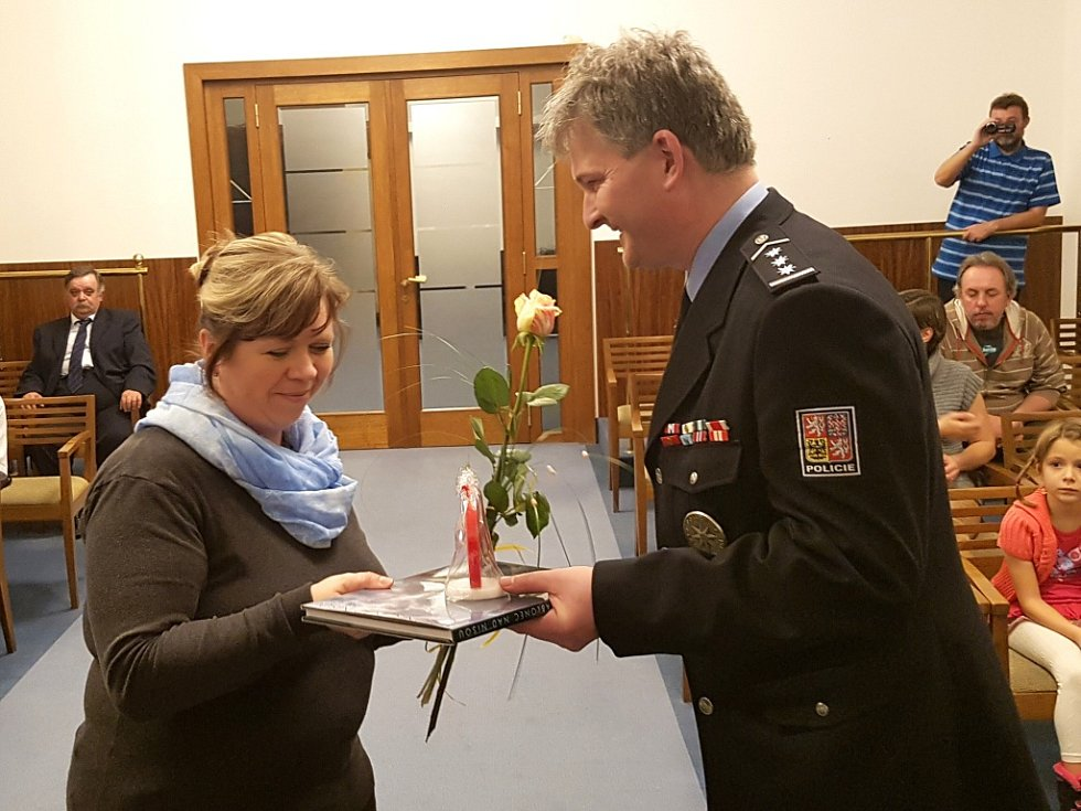 Předávání zlatých a stříbrných medailí Dr. Janského za 40 a 20 bezplatných odběrů krve.
