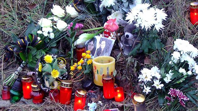Ve středu 17. listopadu si příbuzní a lidé z okolí vzpomněli na smrt mladé dívky. Porazilo jí auto v neděli 14. 11. brzy ráno.