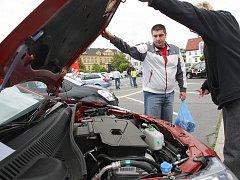 Jablonecký autosalon na Horním náměstí.