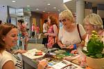 Jablonecké Eurocentrum od čtvrtka hostí třetí ročník prodejní výstavy skla a bižuterie Křehká krása. Na čtyřdeníí akci má svůj stánek 50 výrobců a čtyři sklářské školy.