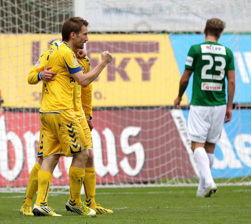 Jablonec doma remizoval s Jihlavou 1:1. Na snímku radost hráčů Jihlavy po vstřelené brance, kterou dal Marek Jungr.