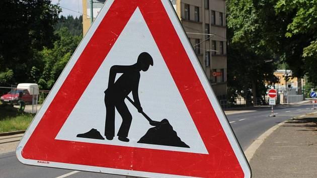 Práce na silnici. Ilustrační snímek