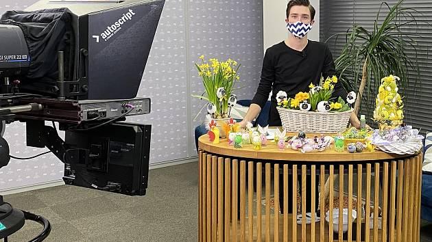 Jan Diblíček v televizním studiu.