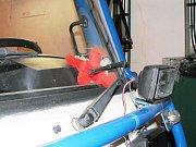 Maskot dráček Soptík na čelním skle požárnického vozidla SDH Sněhov