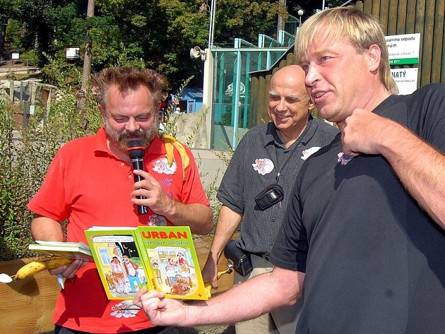 Petr Urban křtil v liberecké zoo další knihu svých kreslených vtipů.