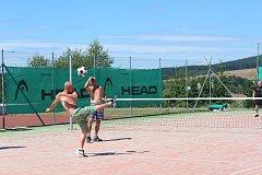 Turnaj v nohejbale se konal v Rychnově u Jablonce nad Nisou. A pozvání přijaly i extraligové špičky z Čelakovic.