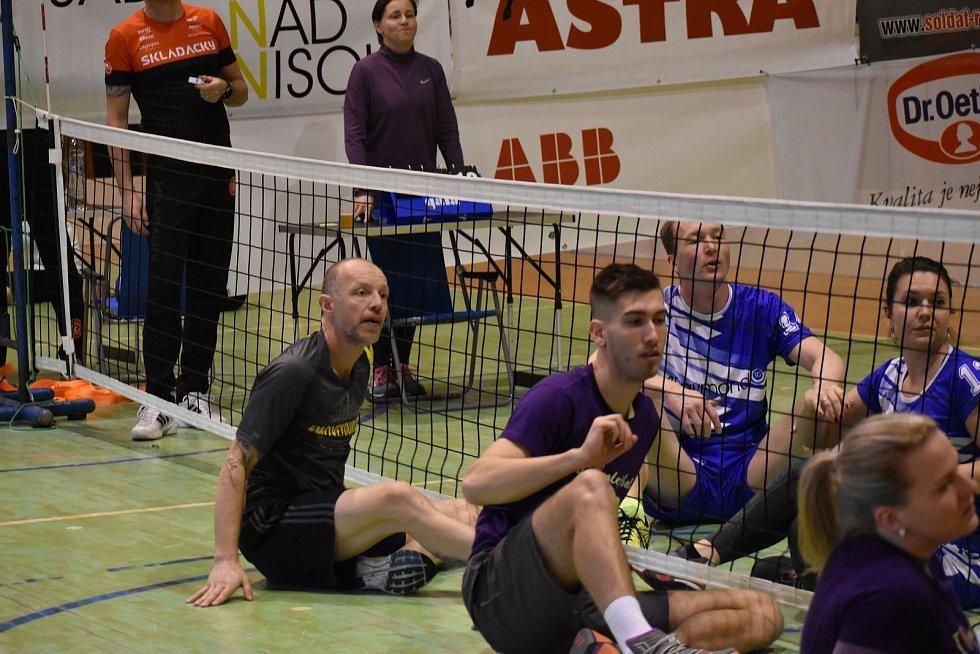 Tým extrémního triatlonisty Martina Vinaře se také zúčastnil Sitting Voleyball Cupu, aby přispěl na dobrou věc.