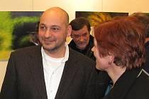 První z letošního cyklu výstav v jablonecké Městské galerii My k jejímu výročí začala slavnostní vernisáží ve čtvrtek 2. února a vůbec ne v komorním duchu.