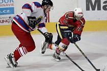 Jablonečtí hokejisté předvedli fantastický obrat proti pražské Kobře (v bílém) a vyhráli 6:5.