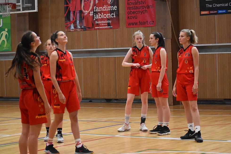 Nádherná atmosféra provázela zápas basketbalistek TJ Bižuterie o postup do vyšší soutěže.