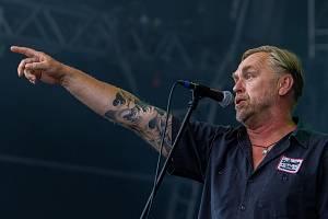 Zpěvák Tomáš Hajíček při vystoupení kapely Krucipüsk.