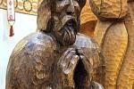 """Dřevěný Loučenský betlém v kostele sv. Josefa v Loučné. Vyřezal jej řezbář Ivan """"Dědek"""" Šmíd."""