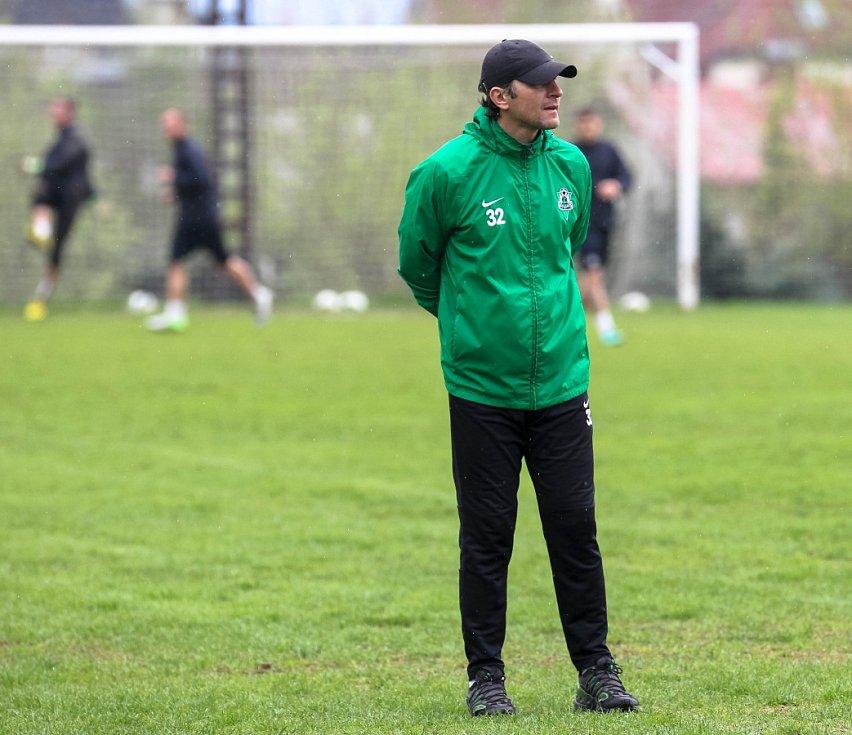 Hráči Baumitu absolvovali v pondělí trénink pod novou trenérskou dvojicí Pavlem Drskem a Romanem Skuhravým. Na snímku trenér Roman Skuhravý při pondělním tréninku.