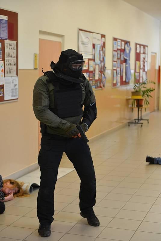 Útočníci přepadli školu v Turnově. Při cvičení se jim postavili učitelé