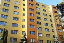 Panelový dům na sídlišti Na Vápence v Železném Brodě
