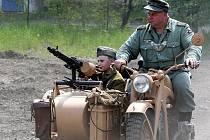 V areálu Muzea vojenské techniky v Nové Vsi nad Nisou vypukla už tradičně bitva mezi Rudou armádou a německým Wermachtem. Před stovkami diváků opět zvítězili Rusové.