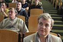 """O jaderné energii přednášela studentům Technické univerzity v Liberci """"atomová lady"""" Dana Drábová."""