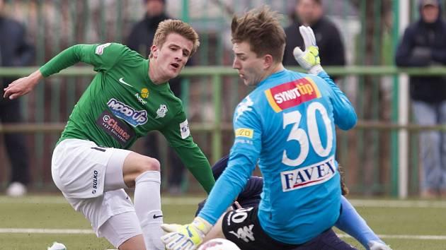 Juniorka Baumitu Jablonec v pondělí prohrála domácí utkání se Slováckem (v modrém) 2:1.