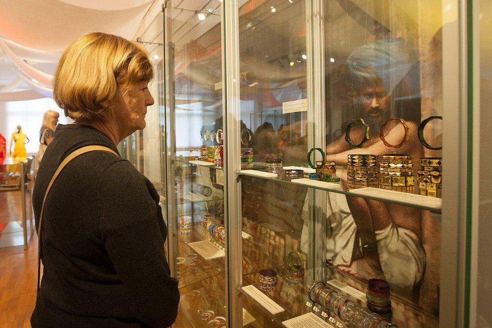 Vernisáž výstavy Naše Indie v jabloneckém Muzeu skla a bižuterie.