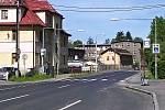 I tento přechod v Proseči, části Jablonce n. N., měl být letos modernizován. Nestane se tak, protože tudy vede objízdná trasa kvůli stavbě přeložky silnice I/14.