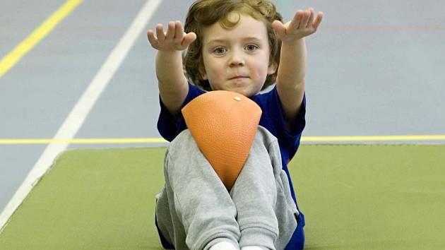 Děti se v rámci projektu věnují všesportovní činnosti