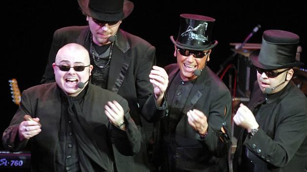 4TET. Tenor David Uličník, baritone 1 Jiří Korn, baritone 2 Jiří Škorpík, bass Dušan Kollár.