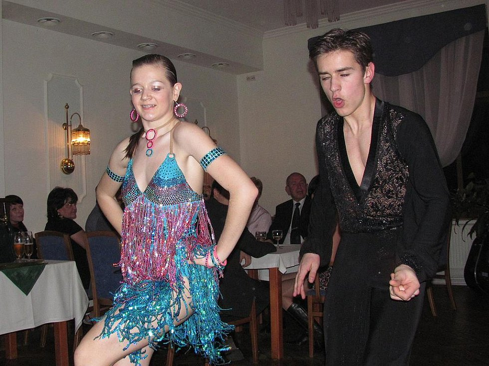 10. ples Hotelu Petřín v Jablonci se konal v pátek 25. března. S předtančením vystoupil pár taneční školy TOP DANCE Marek Růžička a Tereza Kozlovská.