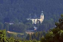 Kostel archanděla Michaela ve Smržovce (pohled z Maxova)