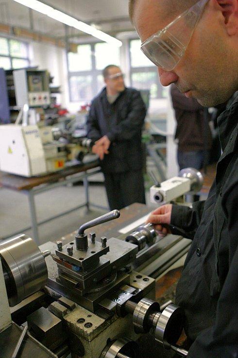 Ve Věznici Rýnovice probíhaly regulérní učňovské zkoušky oboru obráběč kovů.