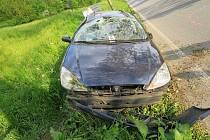 Řidiči, který ve Zlaté Olešnici po vlivem zavinil dopravní nehodu, policisté na místě zadrželi řidičský průkaz.