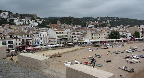 Zhradeb leží Tossa de Mar a pláže jako na dlani.