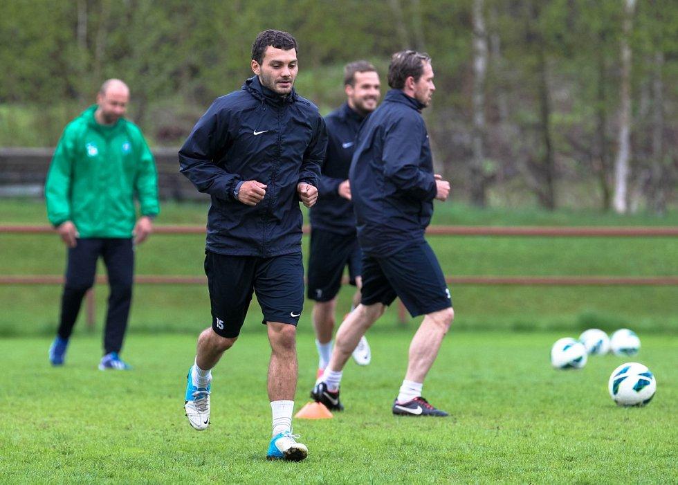 Hráči Baumitu absolvovali v pondělí trénink pod novou trenérskou dvojicí Pavlem Drskem a Romanem Skuhravým. Na snímku Luboš Loučka při prvním tréninku pod novými trenéry.