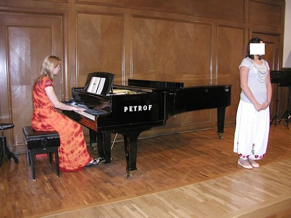 Johanka byla velmi talentovaná a od malinka ive sboru zpívala sóla.